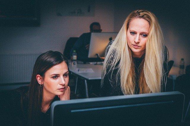 ženy u počítače