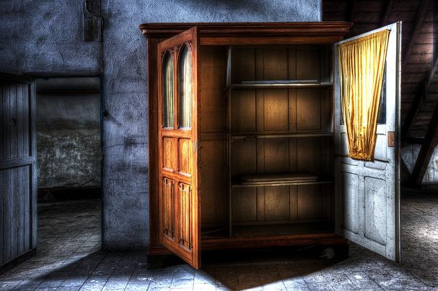 Bytelná skříň