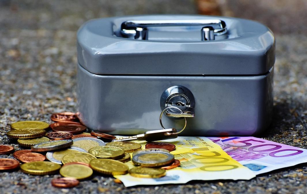 pokladnička a peníze