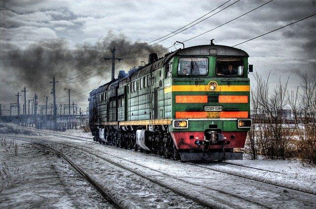 rozbíhající se lokomotiva